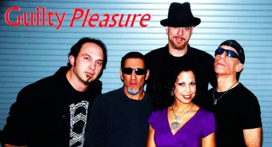Guitarist Paul Ilsley (10th Planet, Guilty Pleasure) loves Circuline so much that he wore the T-shirt for his band photo!